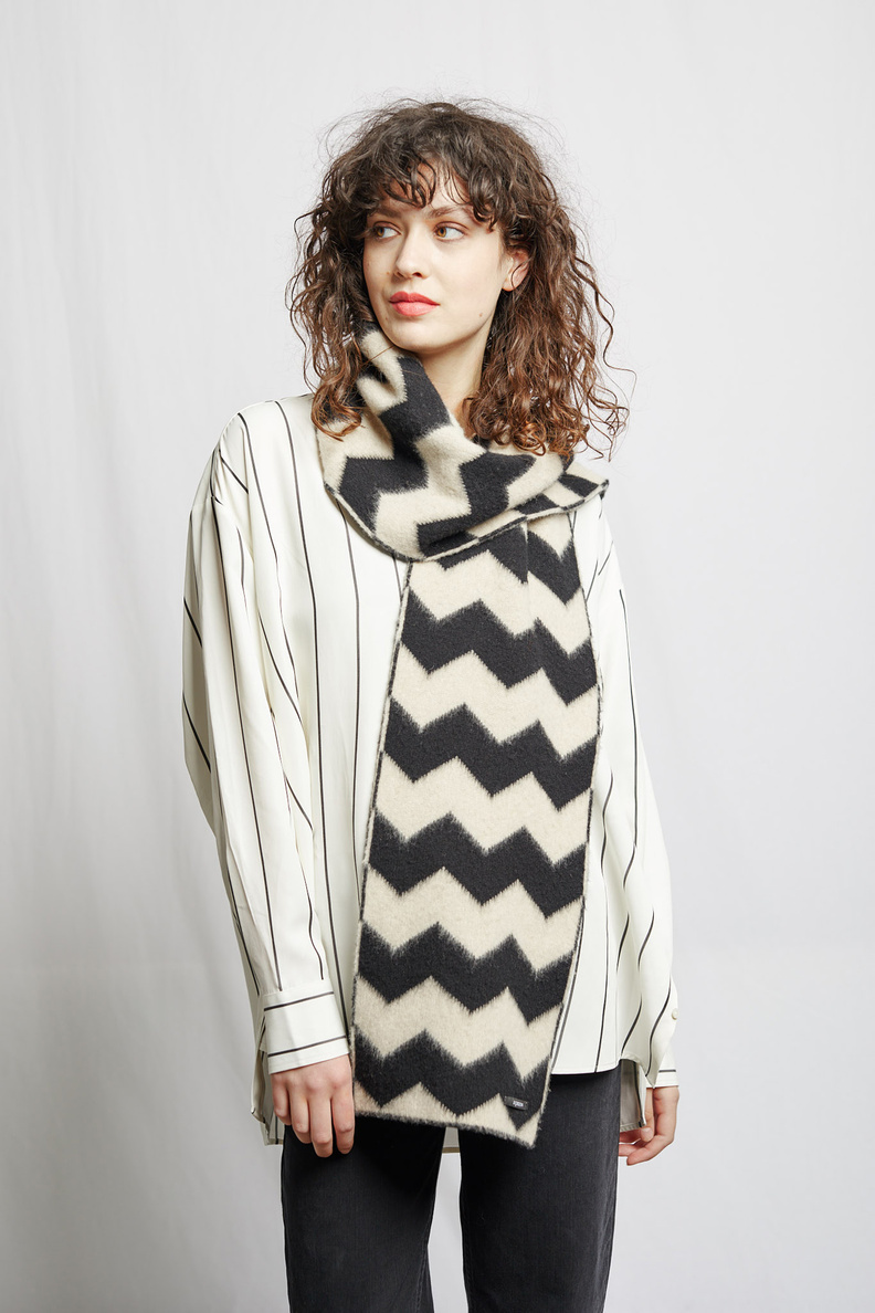 jo gordon brushed zigzag scarf